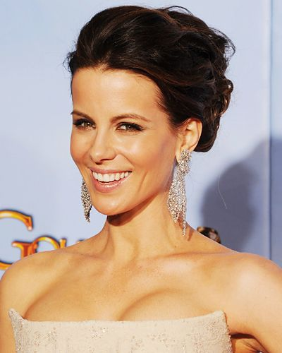 """Best Neutral Glow: Kate Beckinsale  INSIDE SCOOP """"By using primer and tinted moisturizer, we were able to admire Kate's natural complexion,"""" makeup artist Molly Stern told us. She highlighted the star's cheekbones with a swirl of bronzer and NARS Highlighting Blush in Miss Liberty, a shimmery peachy. Gold and brown accents on the eyes accentuated their hazel tones; a high-shine nude lip added low-key glamour."""