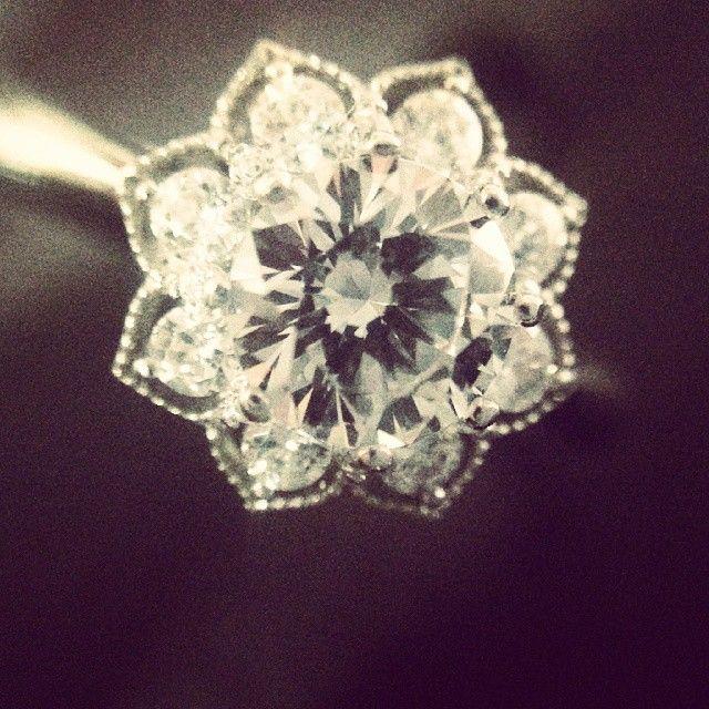 섬세한 셋팅이 돋보이는 5부다이아몬드 꽃 반지  #반지 #예물