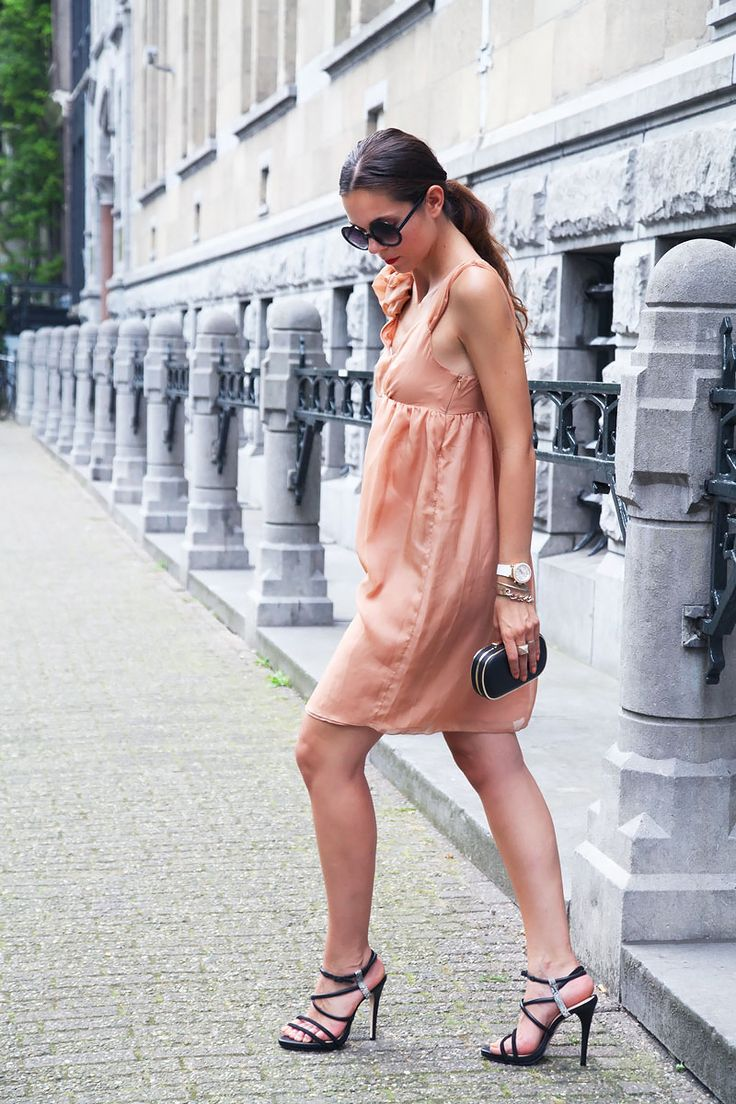 Smart daytime look for today with this peach coloured dress and black accessories