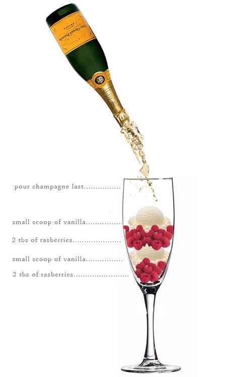 Champagne, duas bolinhas de sorvete e também frutas variadas!