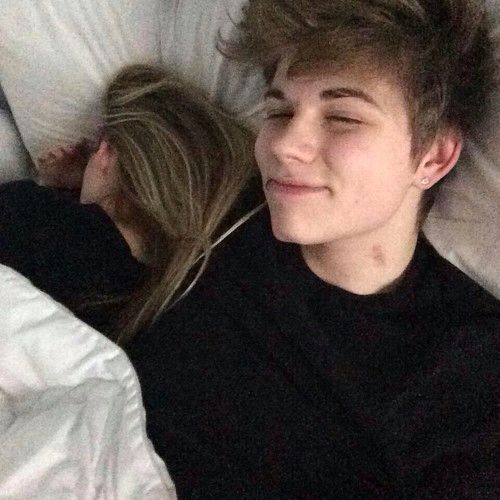 Aesthetic bed boy boyfriend couple couples cute for Boys and girls in bed