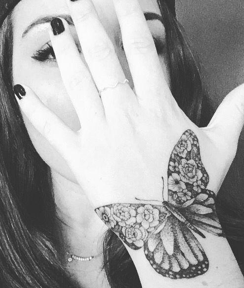 Amazing work by tattoo artist Christina Fleming. Montreal tattoo. Dotwork linework blackwork. Butterfly & flowers. Tattoo for women on hand. Magnifique tatouage par une artiste de Montreal. Papillon & fleurs. Tatouage pour femme sur la main
