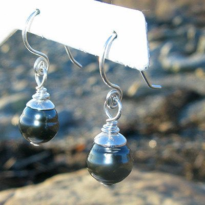 Tahitian Pearl Handforged Sterling Silver earrings by Bijoux Pierrette d'Entremont Jewelry Designs #HandmadeJewelry #SupportHandMade