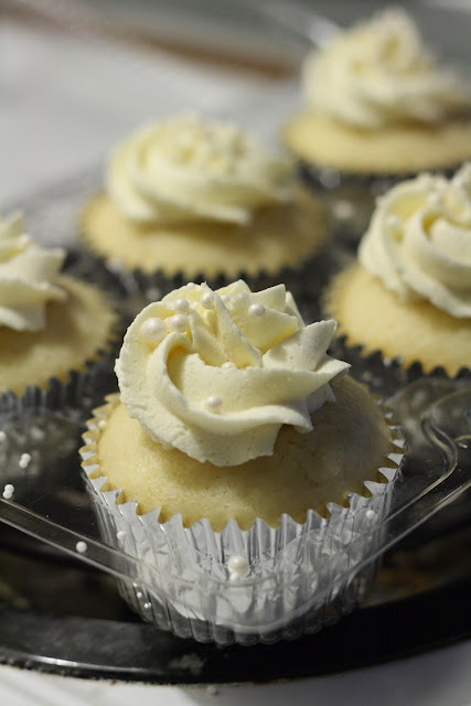 White Cupcakes & Vanilla Butter Frosting
