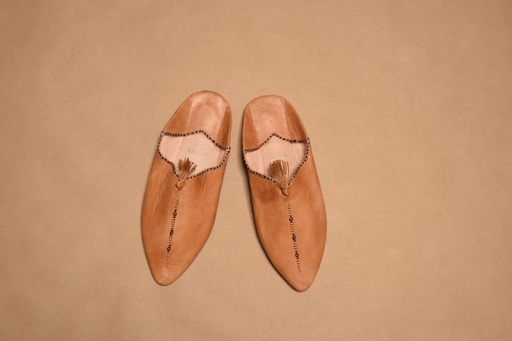 Moroccan Leather Slippers  -- Babouches! by HollyOnTheRoad on Etsy https://www.etsy.com/listing/515516269/moroccan-leather-slippers-babouches