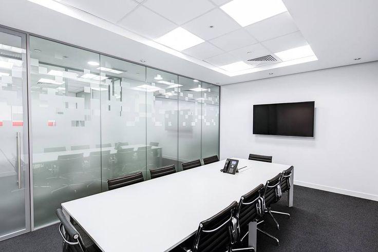 Ruang meeting sebaiknya selalu dalam keadaan bersih agar kinerja pegawai bisa lebih meningkat. Atur jadwal pembersihan bersama @sapubersih.id