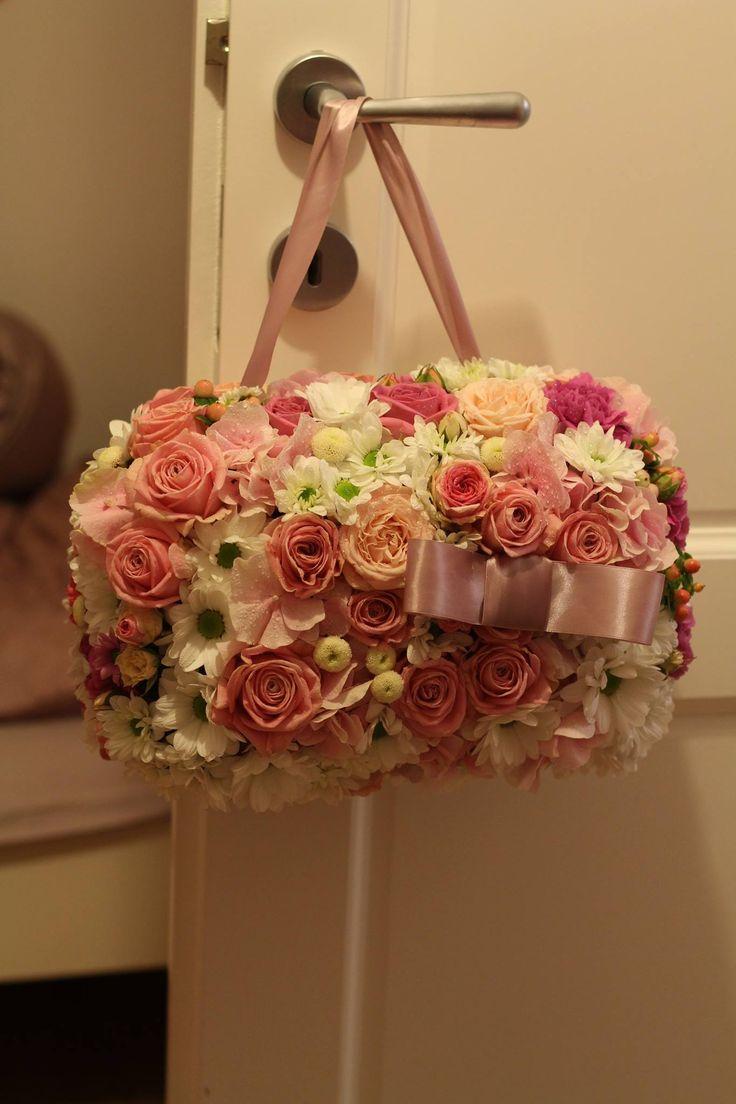 Netradičná svadobná kytica v tvare kabelky