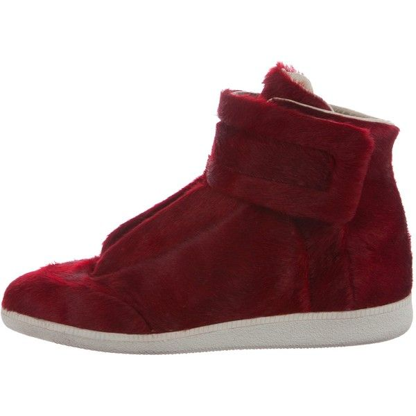 Pre-owned Maison Margiela Future Ponyhair Sneakers ($525) ❤ liked on Polyvore featuring men's fashion, men's shoes, men's sneakers, red, mens velcro shoes, mens red shoes, maison margiela men's sneakers, mens velcro sneakers and mens red sneakers