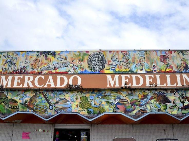 El mercado Medellín y sus alrededoresson un crisol de culturas, de formas de hablar,de colores, de texturas, pero sobre todo de sabores que van desde un helado cubano, hasta una arepa venezolana, un churrasco argentino, una pizza dulce brasileña o un buen café colombiano. Es la migración latinoamericana y caribeña en la colonia Roma de la Ciudad de México.