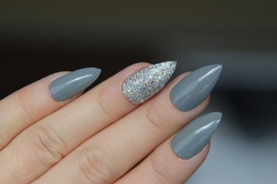 Are you a planning to be a bridesmaid soon? Check these amazing nail art for bridesmaid now!!