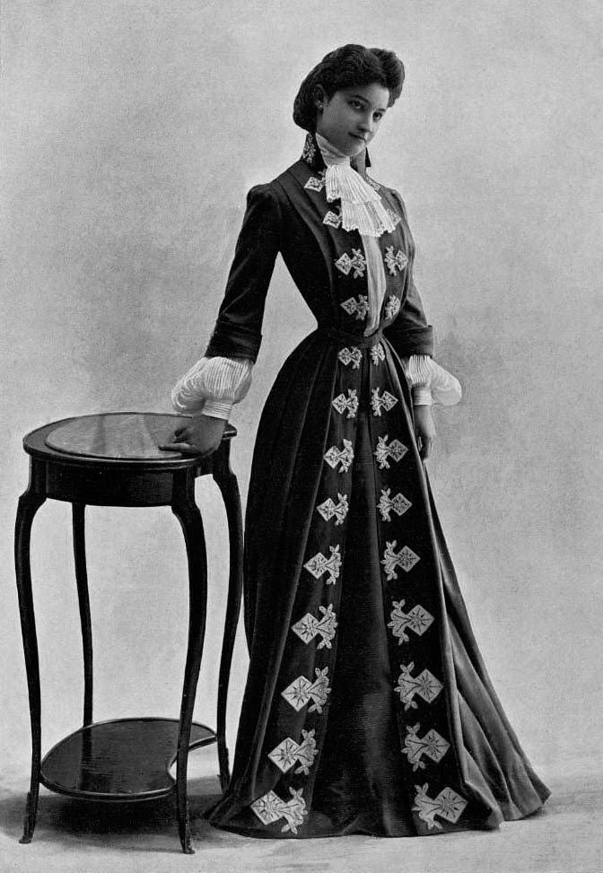 This could so be Miss Madaline Murch! My Maddie. Préklin, visiting gown, 1902.