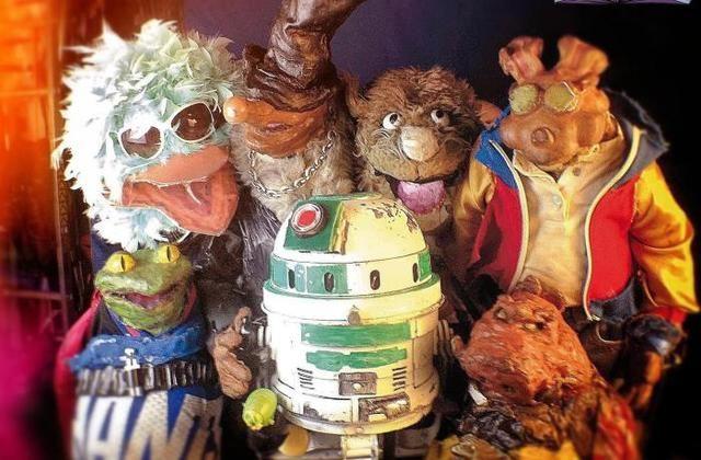 Puppetmastaz, un gang de marionnettes stars, crasseuses et déjantées sera sur scène pour faire danser les étudiants. - Puppetmastaz, un gang de marionnettes stars, crasseuses et déjantées sera sur scène pour faire danser les étudiants.
