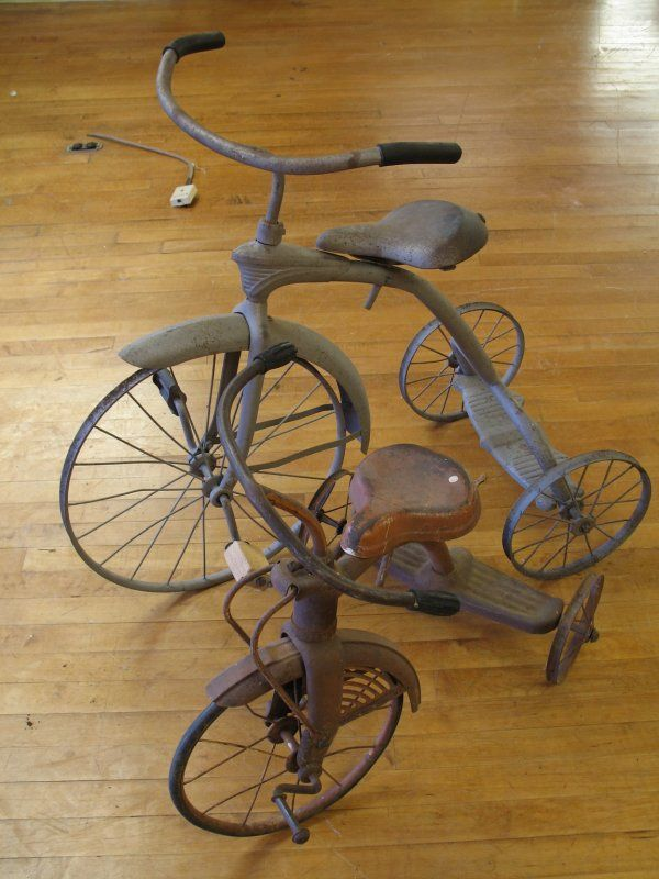 Antique Tricycle Pedals : Vintage s tricycles un petit tour à vélo a small