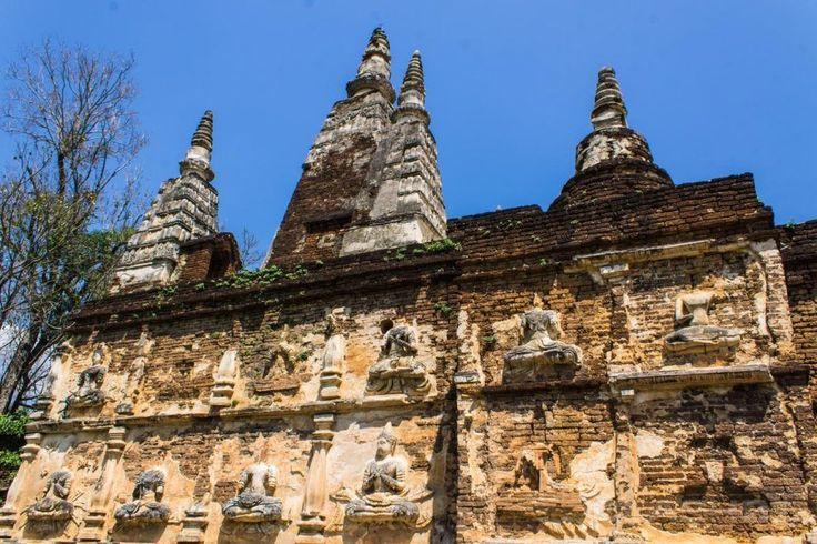 http://ru.esosedi.org/TH/50/1000476171/vat_ched_yot/  Ват Чед Йот – #Таиланд #Чиангмай (#TH_50) Храм 15 века, со старинной каменной резьбой.