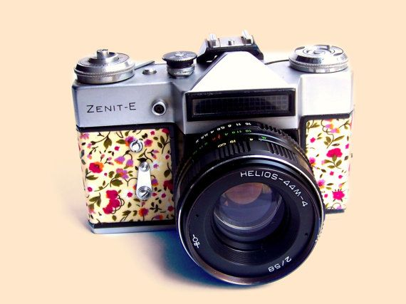Functional Vintage Soviet Russian LOMO Camera ZENIT E 35 mm film made in 1980 including original camera case for Zenit E