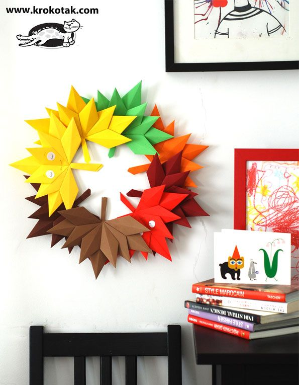 Origami wreath made from origami flowers. Great fall paper craft! #papercrafts