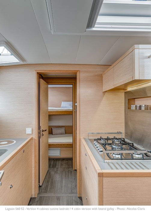 Lagoon 560 S2   Lateral galley /3 cabins version