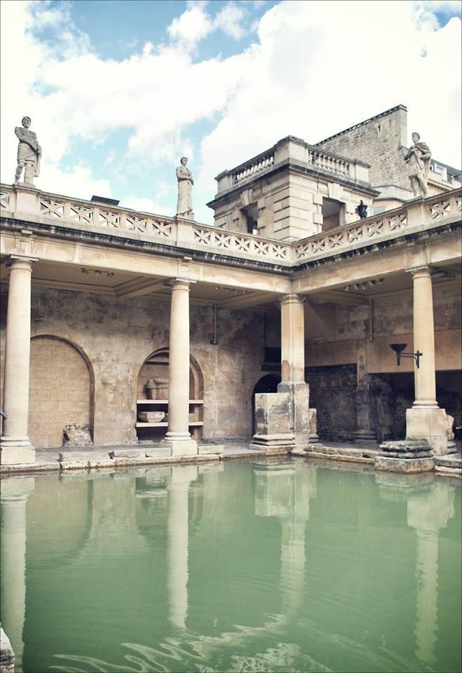 Il grande bagno alle Terme Romane - Bath, Inghilterra.  Bath, la più raffinata tra le città inglesi, capolavoro d'architettura e testimonianza della dominazione romana, famosa per le sue sorgenti calde.