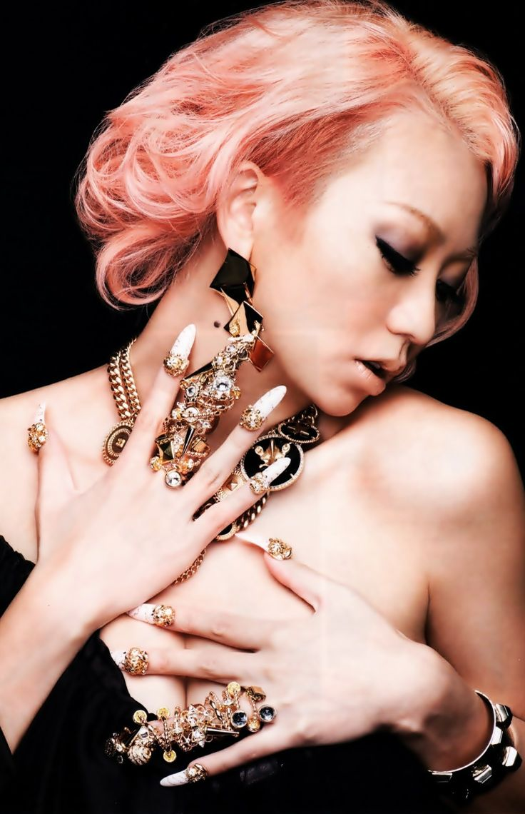Koda Kumi. I love all that jewelry.