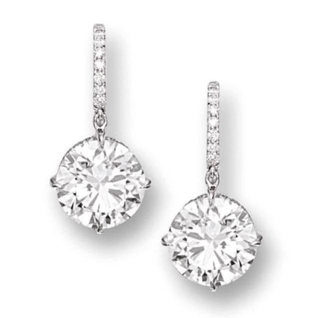 They.say diamonds are a girls best friend.well with that being said here is an example on how i want my earlobe to look like.