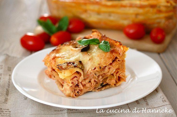 Un vero piatto della festa: la pasta al forno alle melanzane grigliate, ricotta e tanto pomodoro e basilico fresco! Una lasagna in versione light!