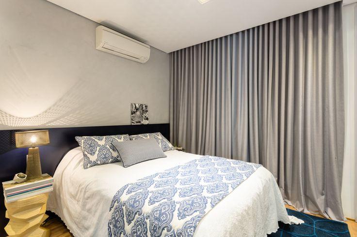 Com cores calmas, o quarto da o tom de tranquilidade que um dormitório precisa, sem perder o conceito e a coerência do projeto