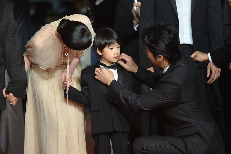 A HELPING HAND: Actor Masaharu Fukuyama adjusted the bow tie of actor Keita Ninomiya, near actress Machiko Ono, as they arrived for the screening of their film 'Like Father, Like Son' at the Cannes film festival in Cannes, France, Saturday. (Alberto Pizzoli/Agence France-Presse/Getty Images)