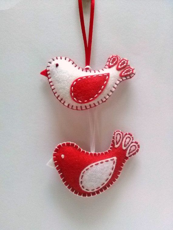 Fieltro adornos de Navidad - pájaro rojo y blanco / mezcla de lana de fieltro  Este listado está para el 1 ornamento  Hecho a mano de mezcla de lana