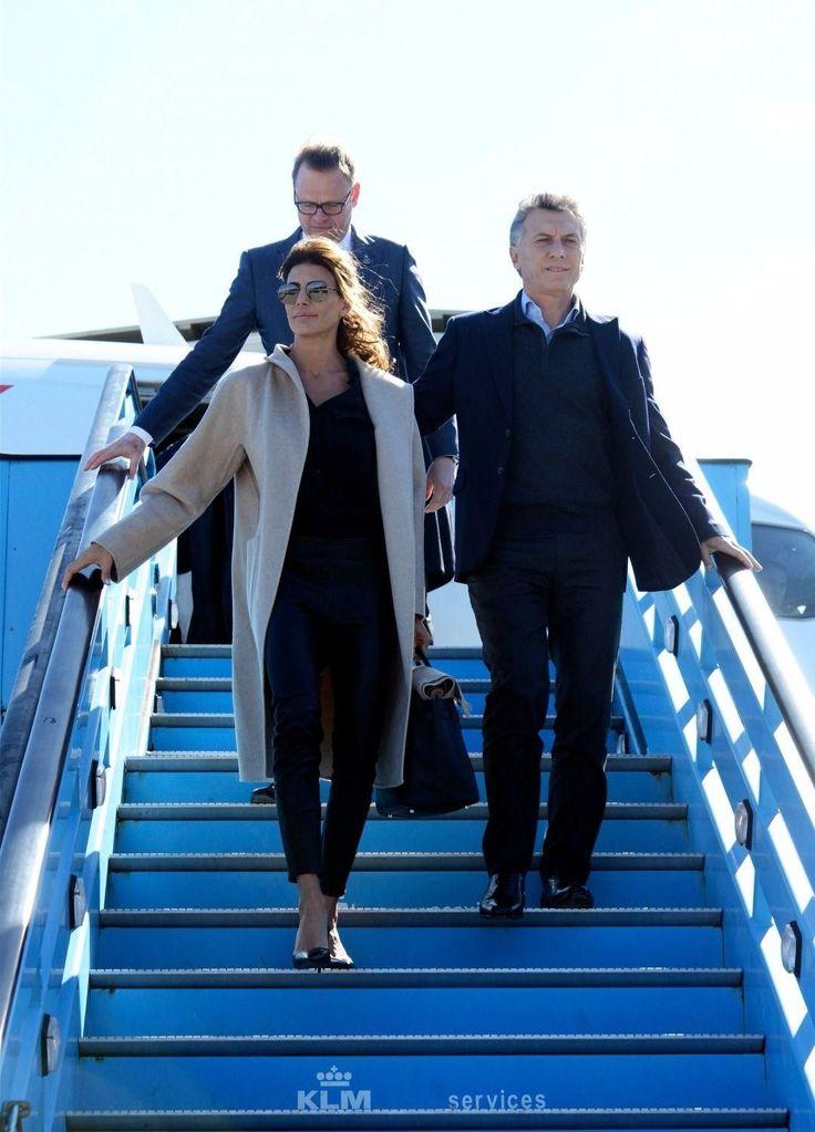 El presidente llegó este sábado a Amsterdam para participar del Foro de Negocios en la Bolsa de la capital holandesa. Maxima y Guillermo invitaron al presidente argentino y a Juliana Awada a su residencia a pasar el fin de semana