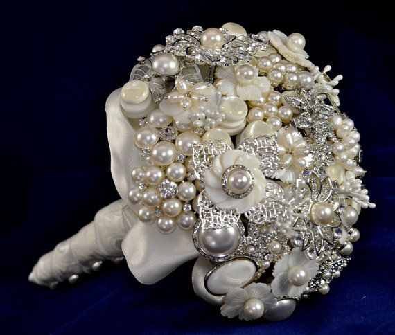 PEARLS...would make a cute practice bouquet for wedding rehearsal! Where was pinterest in 1999?!?!? This idea would have been so me!