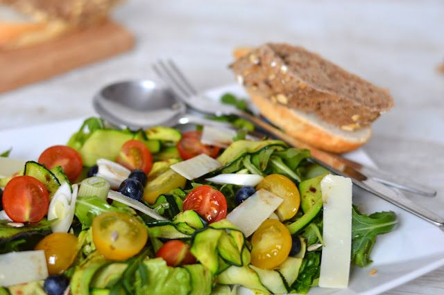 Tasty Life: Salát s grilovanou cuketou