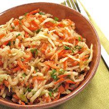 Recette Salade de chou-rave et carottes au sésame : Peler et râper les choux-raves.Peler et râper les carottes.Mélanger les choux-raves et les carottes avec...