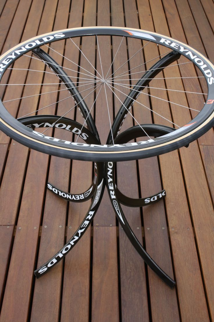 Carbon Footprint Design. Mesa con llantas de ·bicicletas @J O Stewarté Texidor Moma bikes