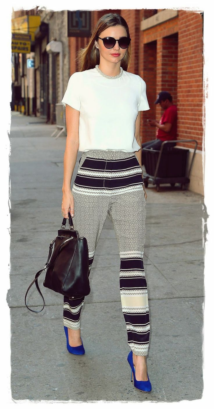 #Miranda #Kerr Street Style Snapshot - Crop It | Miranda Kerr Street Style Snapshot - Crop It While the weather is all in-betweeny, cropped trousers are a chic alternative to shorts and skirts for Saturday lunch dates. For extra points, pick up a pair in the season's favourite black and white prints and add a cropped tee.