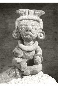 Leyendas Mayas:Los aluxes son seres pequeños, creados antiguamente con barro virgen que debían dejarse en lugares ocultos para proteger. Los aluxes (se pronuncia alushes), tenían un vínculo muy fuerte con su creador. Una vez que eran elaborados, se les hacía oraciones y ofrendas para que cobraran vida.
