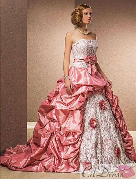 Now THATS a pretty pink princess dress!