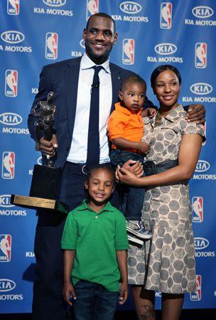 LeBron James Wife   LeBron James, son Lebron Jr., fiancee Savannah Brinson and their ...