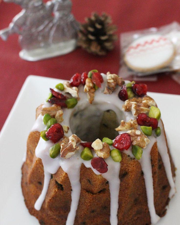 今年はシュトーレンではなくケーキで❤︎ . 甘いものは癒しです。洋酒漬けドライフルーツたっぷりで日持ちするはず。食べ過ぎなければいいのよね。と自分に言い聞かせる。 . #クグロフ #直径16cm #小さいのよ #cake