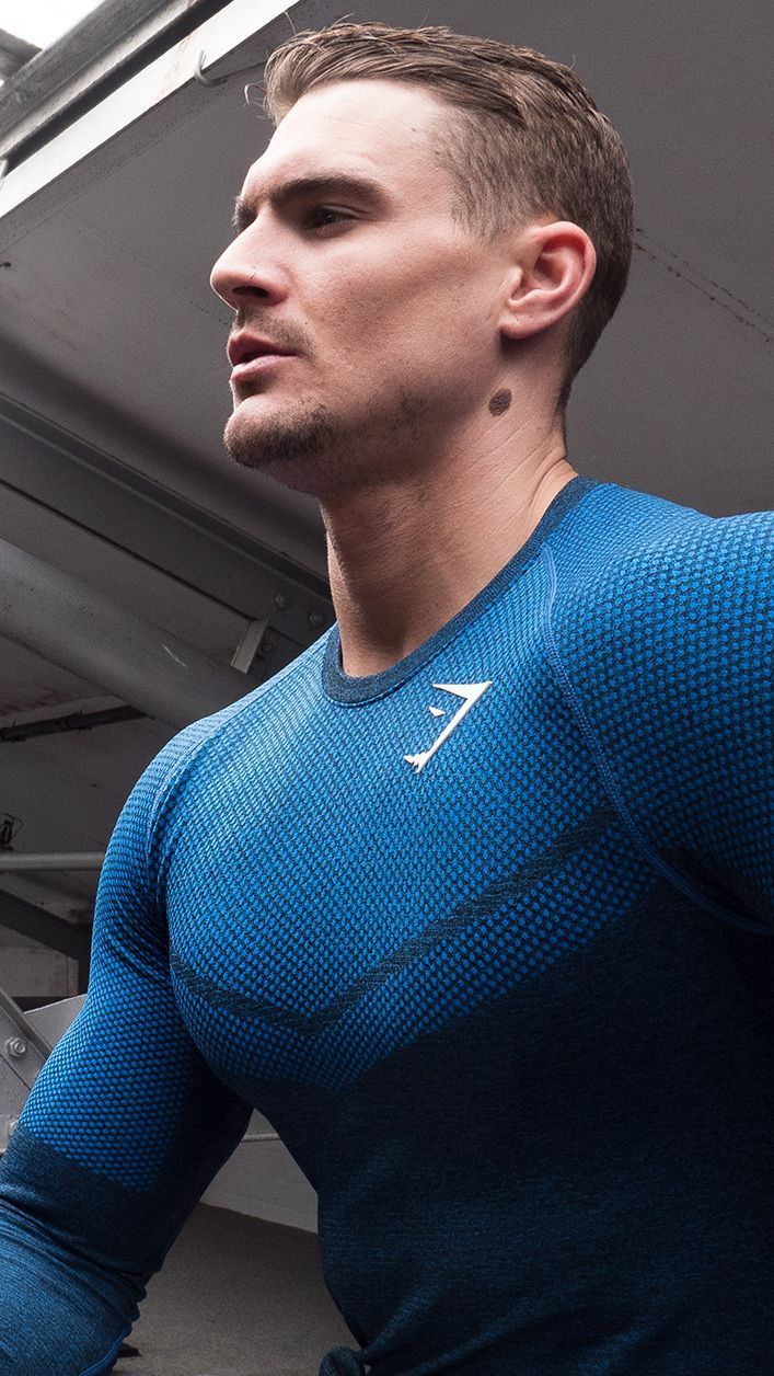 7755adce69988 Ross Dickerson works out in the new Performance Seamless in Dive Blue.   gymshark