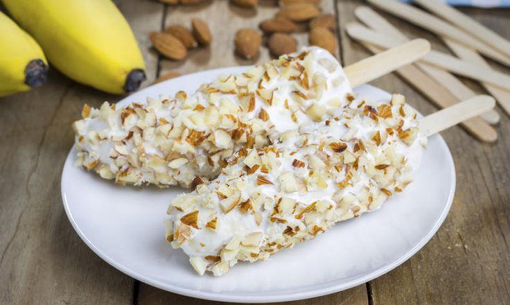 Banánové nanuky s jogurtem a oříšky