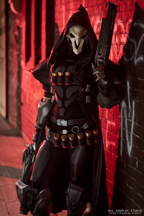 Reaper from Overwatch  cosplay by crafts of two  photo by JL cosplay studio #reapercosplay #overwatch #cosplayclass #costume