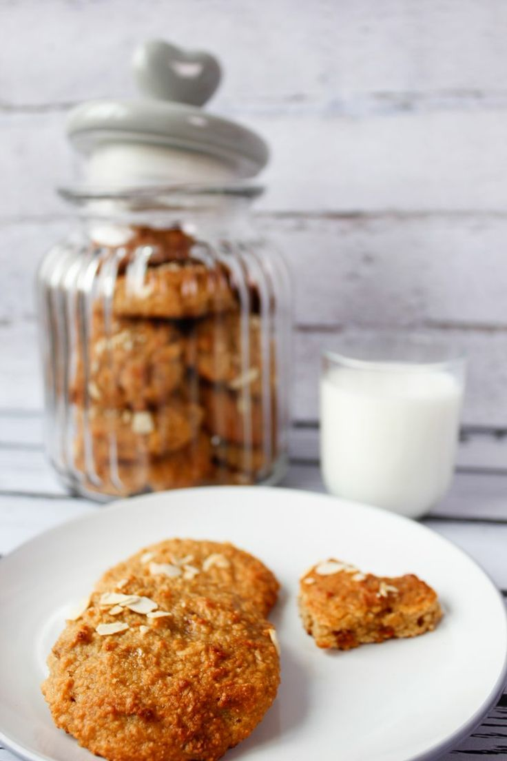 Bezglutenowe ciasteczka orzechowe na bazie mąki arachidowej i kefiru. Niezwykle miękkie i smaczne.