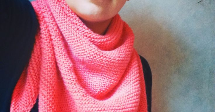 Quoi de mieux pour débuter en tricot qu'un châle? Dès que je suis arrivée à tricoter régulièrement du point endroit et du point envers, je ...