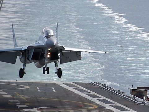 Slow motion HD video of MiG-29K touch-and-go to aircraft carrier