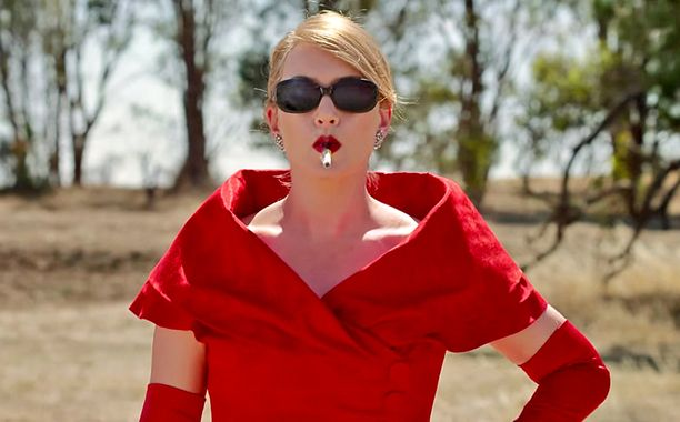 Liam Hemsworth and Kate Winslet fall in love in 'The Dressmaker' trailer