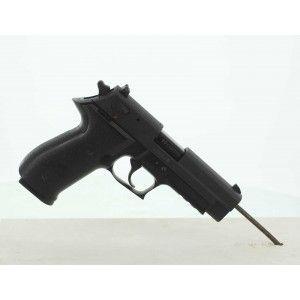 Le Sig Sauer Mosquito est un pistolet semi-automatique chambré en .22 Long Rifle, basé sur le Sig Sauer P226. Ce qui en fait une arme à la fois agréable et bien concu.  La sécurité a été particulièrement soignée avec un levier de désarmement et une sûreté de percuteur. De plus le MOSQUITO offre deux autres éléments de sécurité : la sûreté manuelle et la sûreté de magasin. Sa carcasse en polymère est pourvue d'un rail picatinny