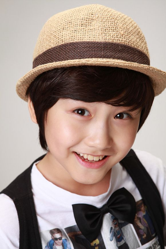 Kang Han Byul-this little cutie, I first saw in King 2Hearts as he played the young Jae Ha but what totally grabbed my heart was his portrayal of the young Jun in Gu Am Heo Jun. As one of my twitter buddies said, a future flower boy in the making!!