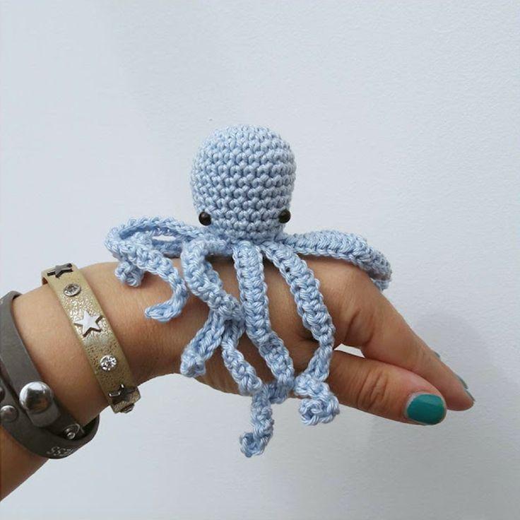 Kijk wat ik gevonden heb op Freubelweb.nl: een gratis haakpatroon van Bees and Appletrees om deze leuke kleine octopus te haken https://www.freubelweb.nl/freubel-zelf/gratis-haakpatroon-octopus/