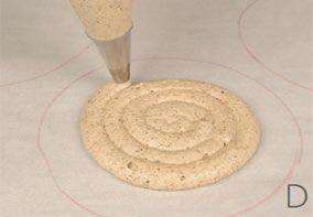 Tutti i segreti per preparare una perfetta dacquoise. Il maestro pasticcere Luca Montersino ci fornisce la ricetta base per non sbagliare nessun passaggio.