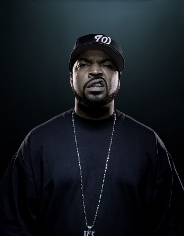 Olha a expressão    Ice Cube is the one of the best rappers ever... I don't know about the rapping, but how could you not love his smile